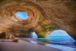 Obdiv na Algarve bude patřit i jeskynním a skalním systémům /
