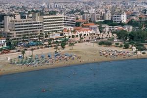 Larnaka nabídne příjemné lenošení na dlouhých plážích /